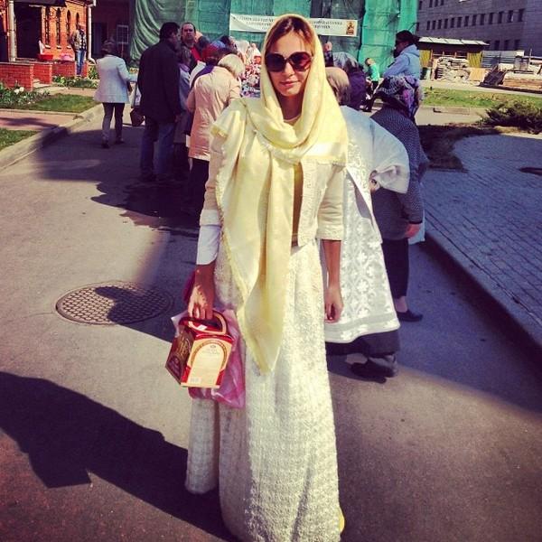Инна Жиркова возвращается из храма