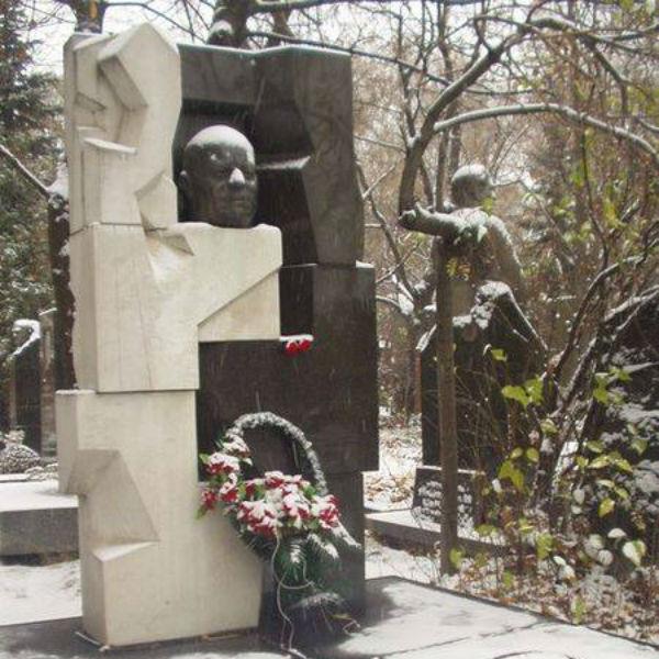 Надгробие на могиле Никиты Хрущева, созданное Эрнстом Неизвестным