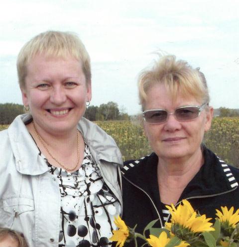 Зоя Соловьева (справа) живет в Казани и работает прачкой в саду