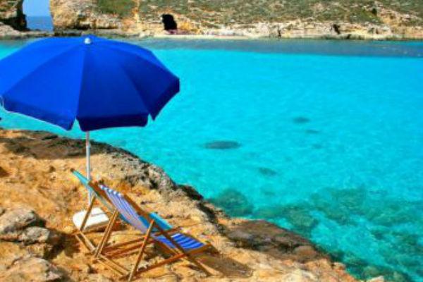 Пляж на острове Комино