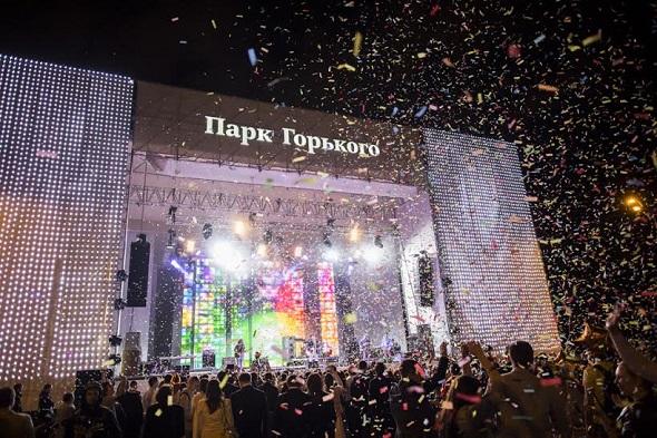 Сцена в Парке Горького