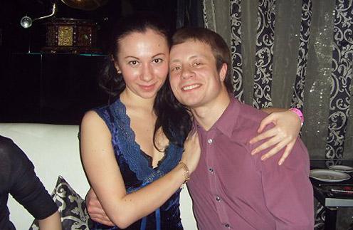 В ту ночь друзья Альберта Юсупова уговаривали его остаться на даче до утра, но он принял решение ехать ночью и погиб. На фото Альберт с сестрой Алией