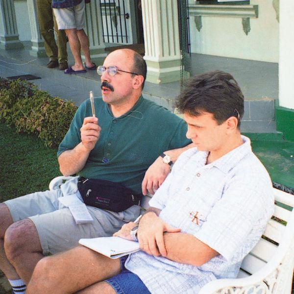 Тимур Кизяков и Александр Шахназаров знакомы четверть века. На фото – в командировке на острове Цейлон, 1998 год