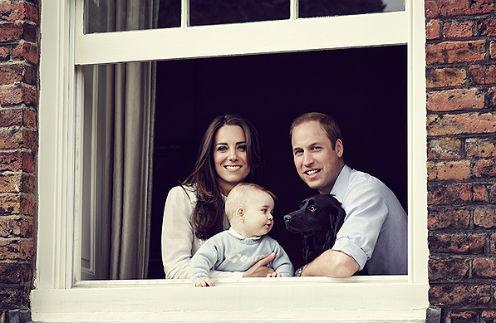 Кейт Миддлтон, принц Георг, принц Уильям и собака Лупо