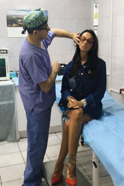 Анна обратилась к хирургу, чтобы исправить недостатки