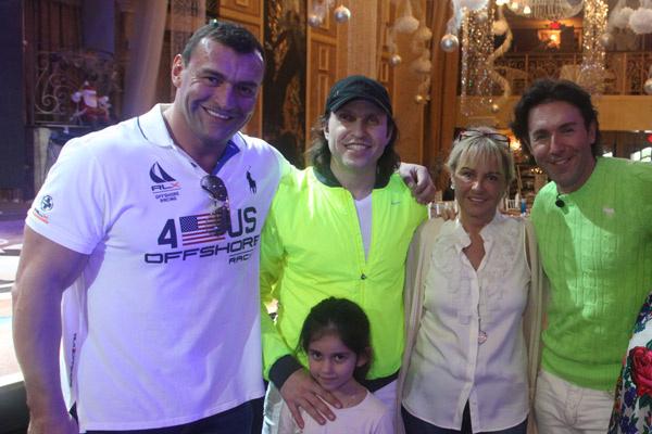 С рестлером Олегом Прудиусом, Александром Реввой с дочкой и прихожанкой церкви святой Матроны Татьяной