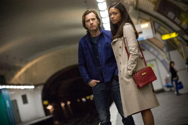 Юэн МакГрегор становится из учителя бандитом в фильме «Такой же предатель, как и мы»