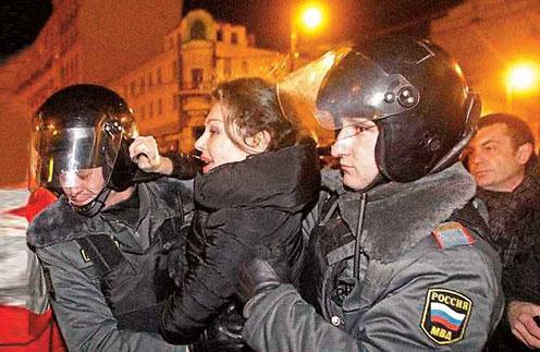 Божену Рынску задержали на митинге оппозиции