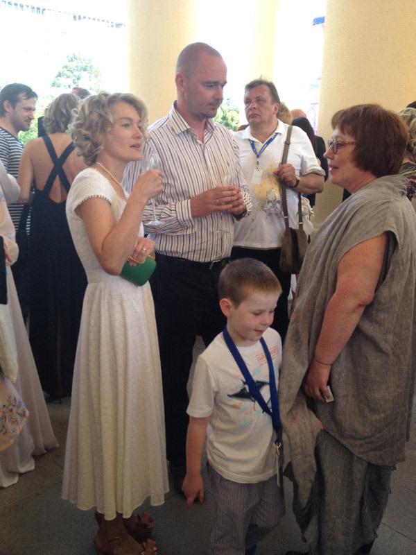 Виктория Толстоганова и Алексей Агранович угостились шампанским Moet Chandon