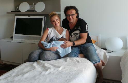 Рома и Елена Жуковы с новорожденным сыном