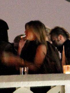 Дженнифер Энистон снова была замечена с сигаретой