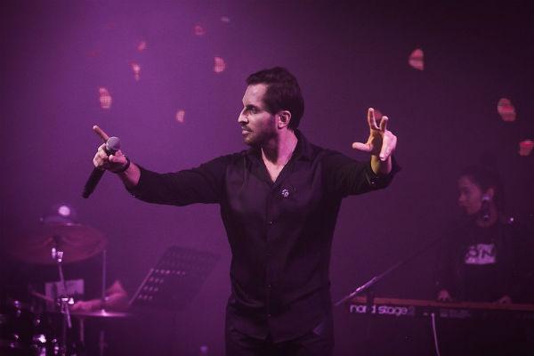 Сам Ревва продолжает исполнять «Чику» на концертах