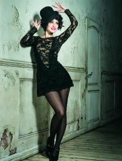 Анастасия Макеева в роли Рокси - очаровательной танцовщицы, мечтающей стать звездой