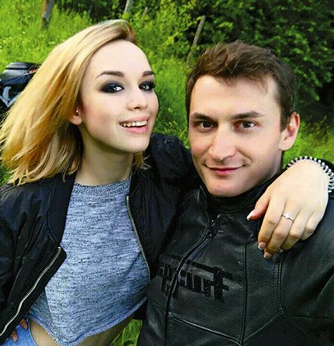 Жених девушки Андрей работает оператором