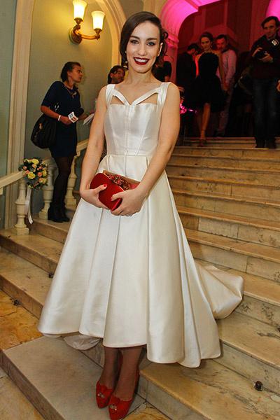 e4a357cac34 10 звездных невест  кто примерит белое платье уже в этом году ...