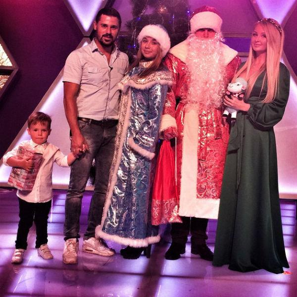 Трехлетний Артем, по мнению родителей, весь год вел себя хорошо и заслужил подарок от Деда Мороза