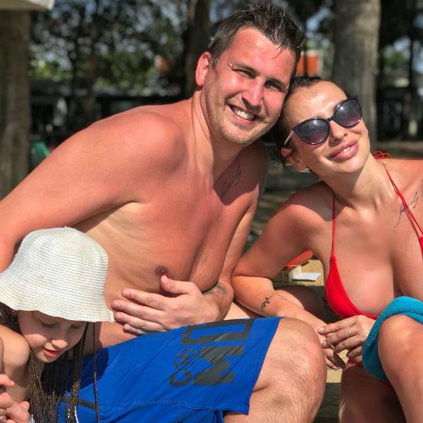 Анна с супругом Артемом и дочерью Василисой