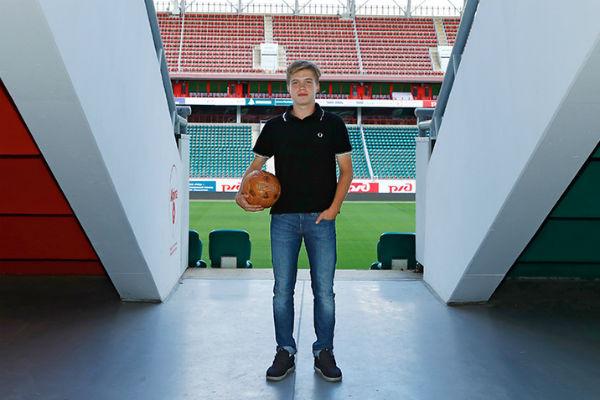 19 сентября футболисту исполнилось 18 лет
