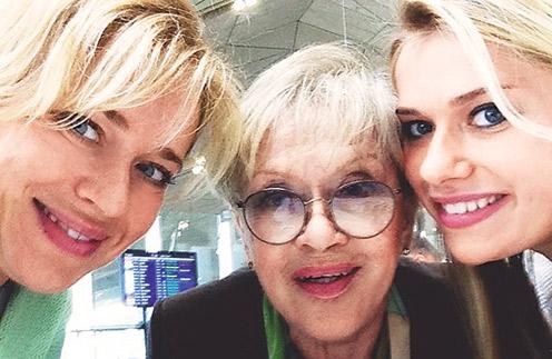 Три поколения женщин семьи Фрейндлих не так часто выбираются куда-то вместе