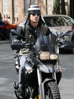 Дженнифер Энистон подарила Джастину Теру два мотоцикла