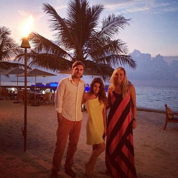 Марина Юдашкина собирается на семейный ужин на Мальдивах