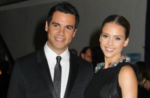 Джессика Альба с мужем Кэшем Уорреном на ужине Ассоциации корреспондентов Белого Дома в 2010 году