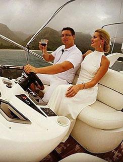 Как и мечтала Марина Африкантова, в день свадьбы Андрей Чуев катал ее на яхте