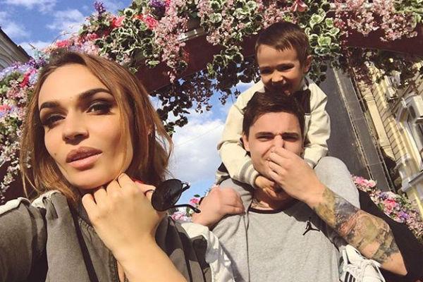 Алена с женихом Антоном и сыном Богданом