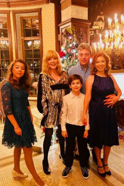 Алла Пугачева с Дмитрием Галкиным и его семьей
