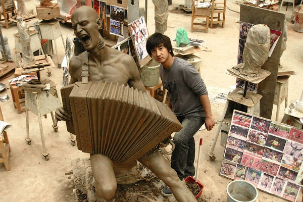 В центральном парке Шанхая скульпторфанат установил памятник Витасу