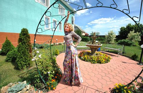 Ирина Александровна пригласила «СтарХит» в свой дом в Павловском Посаде