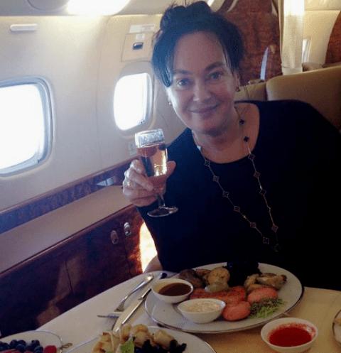 Лариса Гузеева летает на частном самолете