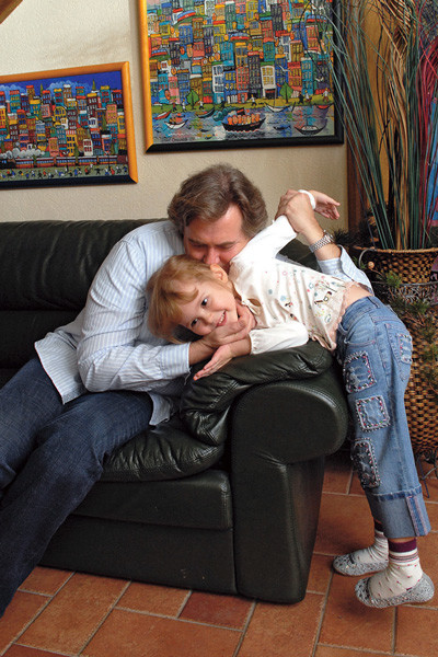 Несколько лет назад Стоянов перевез семью из Санкт-Петербурга в Москву, 2005 год