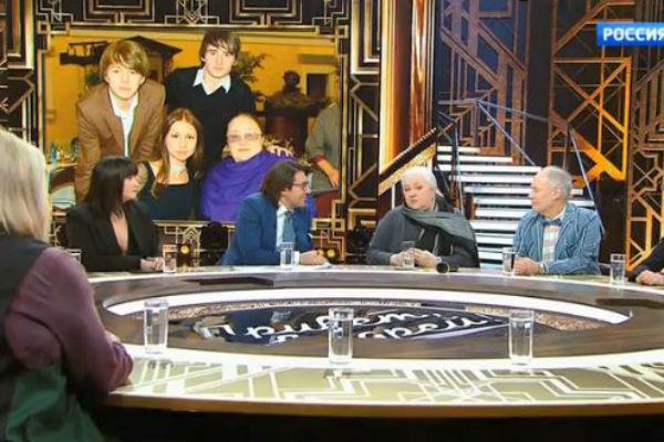 Екатерина Георгиевна показала гостям студии семейное фото