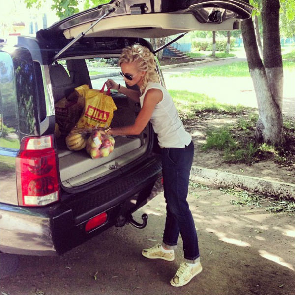 Бузова приехала к ребятам из детского дома в Курске
