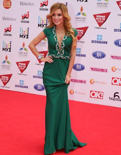 Ксения бородина в зеленом платье