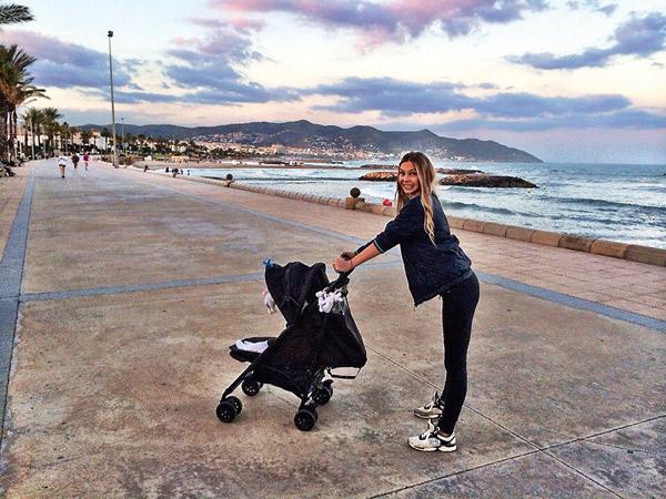Сейчас Наталия с сыном отдыхает в Испании