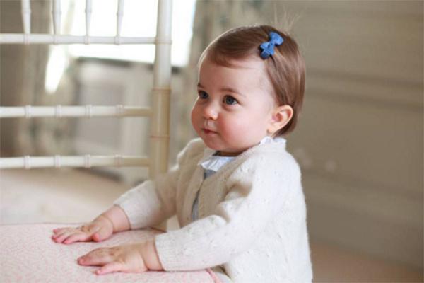 Принцесса поразительно похожа на своего старшего брата, принца Георга