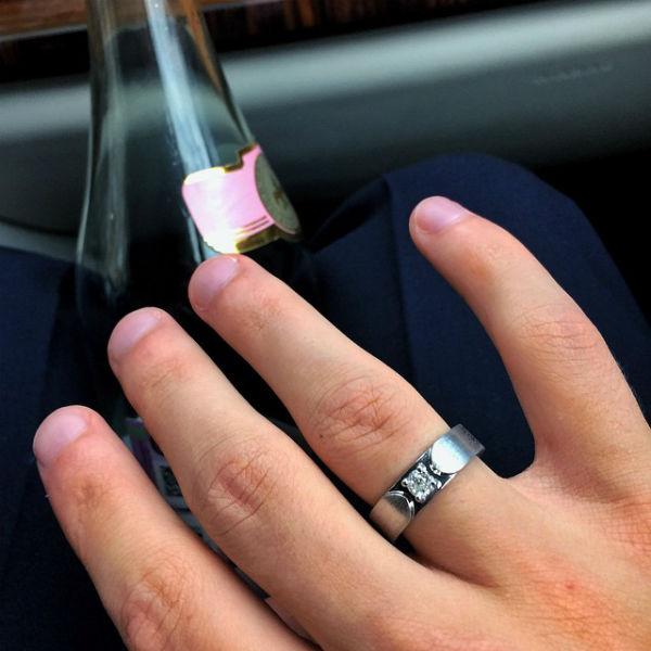 Обручальные кольца паре изготовил российский ювелирный бренд Eva Naumova Jewelry
