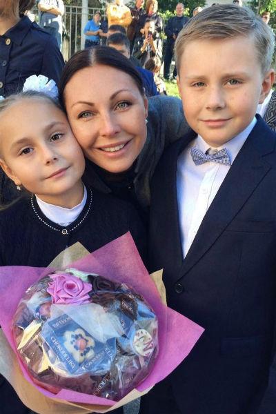Актриса воспитывает 11-летнего Ивана и 10-летнюю Марию