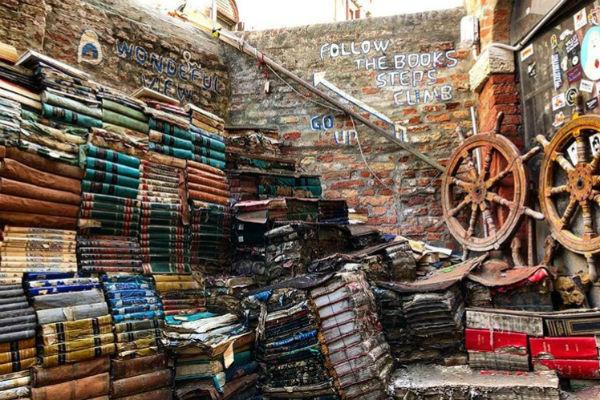 Книжный магазин Libreria «Acqua Alta»