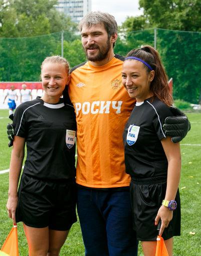 Александр Овечкин с наблюдателями матча