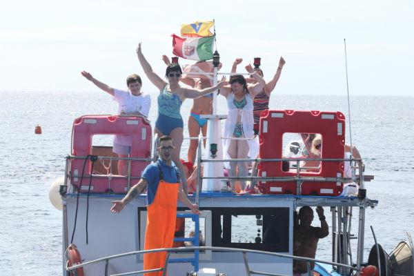 Отпускники насладились красивыми пейзажами с борта баркаса