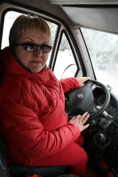 Нина Пантелеевна никогда не выходит на маршрут без прически и маникюра