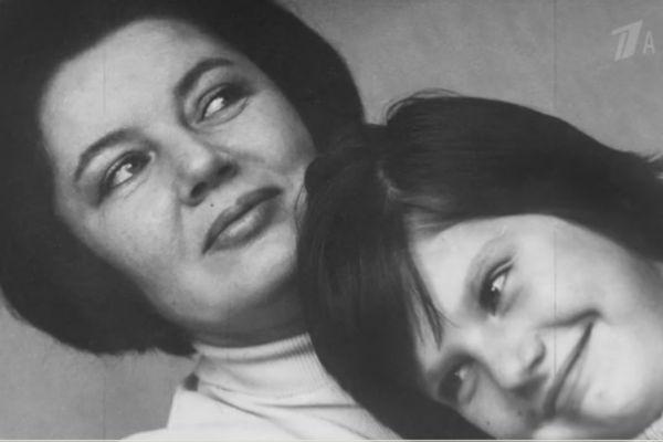 Дочь Захарова с матерью
