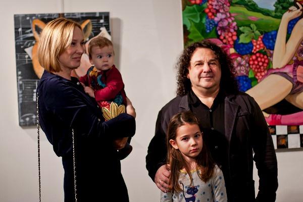 Игорь Саруханов воспитывает двух дочек — Розу и Любу