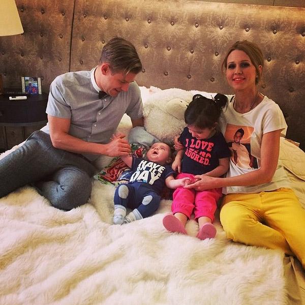 Крестные родители - Митя и Евгения с детьми Волковых