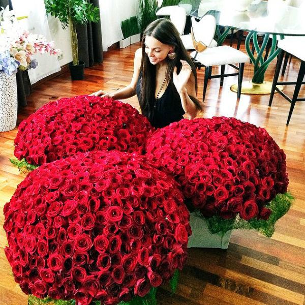 Оксана Самойлова была тронута вниманием любимого