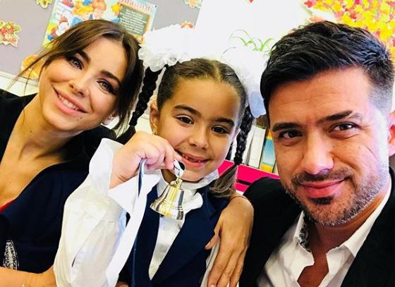 Мурат и Ани проводили дочь в первый класс