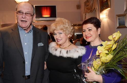 Людмила Нарусова (в центре) и Виторганы ходят друг к другу в гости